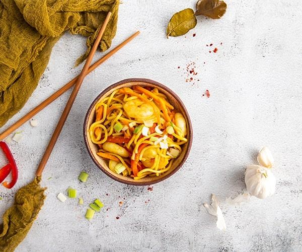 Noodles cu creveti si curry