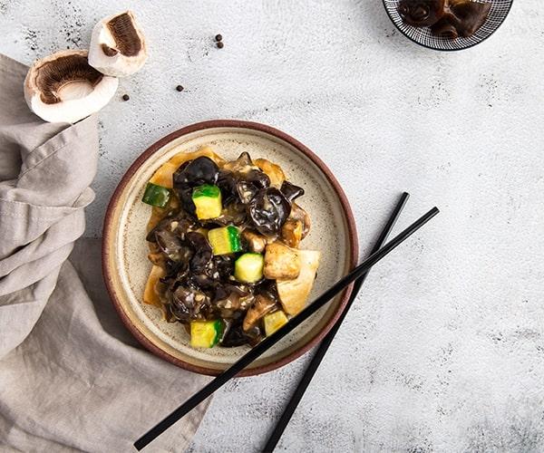 Urechi de lemn in sos chinezesc